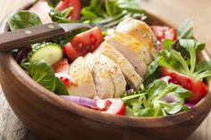 Take the guesswork (and the grease!) out of weekday lunches by whipping up these delicious, nutritious make-ahead salads that'll keep all week. Lunch Recipes, Cooking Recipes, Healthy Recipes, Pollo Tandoori, Tandoori Chicken, Low Cal Lunch, Low Calorie Lunches, Spinach Salad With Chicken, Meal Planning