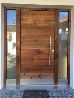 This contemporary front doors is an extremely inspiring and high-quality idea Front Door Design, Front Door Colors, Contemporary Front Doors, Small Front Porches, Wooden Front Doors, Entrance Doors, Diy Garden Decor, House In The Woods, Porch Decorating