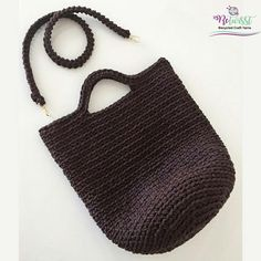 An excellent crochet bag with ReTwisst XXLace Yarn. Add styles to your outfits with crochet bags  #retwisst #tshirtyarn #tshirtyarnbag #fabricyarn #yarn #tapeyarn #trapillo #textilgarn #stofgarn #basket #kit #toybasket #korb #diy #ribbon #xxlace #barbante #crochet #knitting #stricken #häkeln #hobby #creativity #happiness #tshirtyarnbag #crochetbag  #textilgarntasche #häkeltasche #трикотажнаяпряжа #тпряжа #bag