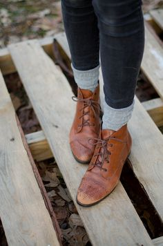 20 hipster shoes that add a new twist to your look How To Wear Ankle Boots, Lace Up Ankle Boots, Leather Ankle Boots, Brown Flat Ankle Boots, Brown Oxfords, Hipsters, Sock Shoes, Shoe Boots, Shoes And Socks