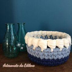 ❄❄ Que o amor seja o grande presente desse  dia... Que os nossos corações se encham de alegria e contentamento. Que Deus nos guarde com sua paz... Amém! __ Edna Andrade . . . . #cestofiodemalha #cestinho #fiodemalha #cestinho #trapillo #crochet #crochetlove #crochetando #handemade #euquefiz #trapilho #crochetday #fioecologico #crochetaddict #instacrochet #crocheted #ilovecrochet #crochethook #grannysquare #crochetlover #ganchillo #totora #crochetando #handemade #feitoamão #feitoporb...