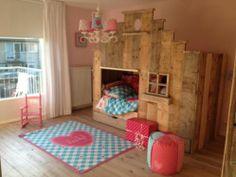 Awesome kids room | Lief! Lifestyle meisjeskamer | Steigerhouten bedstee | Bedstede | Speelhuisje & bed | Geweldig vloerkleed