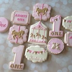 """Pink & gold Carousel cookies for @dkaydesigns #natsweets #customcookies #carouselparty #carouseltheme #pinkandgold #glittergold #santee #sandiego…"""
