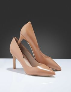 Vivienne pumps-Women's pump in calf leather. Classic style with a sleek, slim silhouette. Women's Pumps, Heels, Tiger Of Sweden, Leather Interior, Vivienne, Calf Leather, Classic Style, Calves, Silhouette