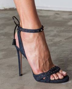 Cool High Heels, Sexy Legs And Heels, Black High Heels, Fab Shoes, Me Too Shoes, Shoes Heels, Mode Shoes, Nylons Heels, Sexy Sandals