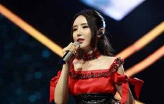 22-year old Singer Liu Meilin stunned the judges and audience of the Chinese talent show 'Heroes' with her performance of the Russian song 'Katyusha.'