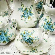 Vintage Dishes, Vintage Tea, Vintage China, Tea Cup Saucer, Tea Cups, China Tea Sets, Teapots And Cups, Delft, Tea Service