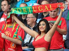 http://desporto.sapo.pt/futebol/euro_2016/artigo/2016/06/18/portugal-austria-a-festa-nas-bancadas