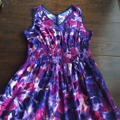 Purple flower dress This dress has a beautiful purple flower print all over the dress with a touching elastic waistline. Simply Vera Vera Wang Dresses Midi