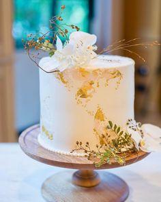 Modern Birthday Cakes, Simple Birthday Cake Designs, Wedding Cake Photos, Wedding Cake Stands, Simple Elegant Wedding, Elegant Wedding Cakes, Artist Cake, Bithday Cake, Naked Cake