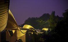 As pontes mais esquisitas do mundo: 9 - Ponte Pedestre Henderson Waves em Cingapura: a ponte pedestre de Henderson Waves é uma passarela de 274 metros de extensão que atinge 36 metros de altura, com ondulações que lhe dão um estilo único. Essa  passarela conecta os parques Mount Faber e Telok Blangah Hill, dois dos três que formam os parques de Southern Ridges, em Cingapura.   Foto: Schristia Photography.