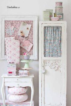 jenneliserosegirl:Love the florals and pretty pastels!