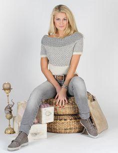 Strikket genser fra Du Store Alpakka Diy Fashion, Spring Fashion, Stylish Boots, Scarf Hat, Cozy Sweaters, Fall Winter, Fancy, Knitting, Inspiration