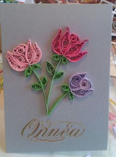 quilling cartão Quilling is the art of making pictures, objects and goods from coils of paper that have been molded into several diverse shapes or const Arte Quilling, Paper Quilling Cards, Paper Quilling Flowers, Paper Quilling Patterns, Paper Quilling Jewelry, Origami And Quilling, Quilled Paper Art, Quilling Craft, Quilling Comb