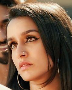 Bollywood Actress Hot Photos, Indian Bollywood Actress, Beautiful Bollywood Actress, Beautiful Indian Actress, Bollywood Couples, Indiana, Eyebrow Makeup Tips, Eye Makeup, Shraddha Kapoor Cute