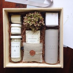 Teak & Twine | Mother-to-be gift box