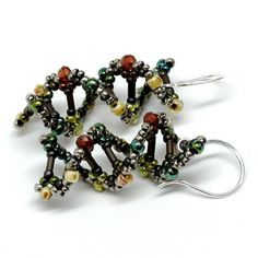 Gwen Fisher, DNA Beaded Earrings    -- Would be  a good stash buster