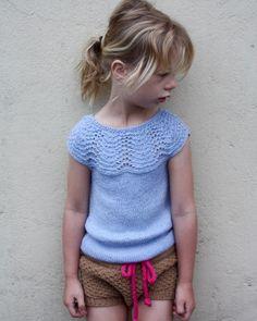 «On my blog incl. link to free pattern (in Danish) #knitmandu #havskumtop #havskumtopp #lunttillillepigen #leneholmesamsøe #dropsgarn #babyalpacasilk»
