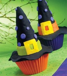 Ice cream sugar cones + royal icing = Witch hats to top off your cupcakes!