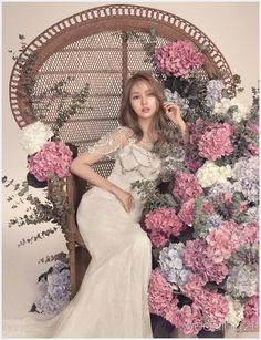 Now I like Hydrangeas, (used to grow them in my back garden) and I love the rattan high backed 'hippy' chair but Jei is stunningly graceful. Wedding Girl, Wedding Gowns, Wedding Styles, Wedding Photos, Bridal Dresses, Bridesmaid Dresses, Cocktail Outfit, Wedding Stage Decorations, Bridal Photoshoot