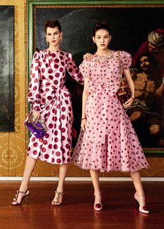 Christmas - Discover the new Dolce & Gabbana Women's Christmas Collection for Spring Summer 2020 and get insp - Dots Fashion, Fashion 2020, Retro Fashion, Runway Fashion, Fashion Brands, Women's Fashion, Dolce & Gabbana, Christian Lacroix, Sarah Jessica Parker