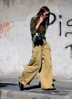 See all the best street style looks from Milan Fashion Week Spring Day Here's how to get spotted by fashion photographer Street Style 2016, Street Chic, Street Wear, All Jeans, Style Snaps, Milan Fashion Weeks, Military Fashion, Girl Fashion, Fashion Design