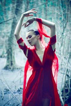 Forest Ballet Editorials - This is Not Wonderland by Aleksandra Zaborowska is Delicate (GALLERY)