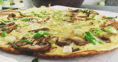 VIDEORECEPT: Šampiňónová omeleta Cheesesteak, Vegetable Pizza, Baked Potato, Pork, Potatoes, Chicken, Baking, Vegetables, Ethnic Recipes