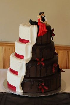 White and dark wedding cake by Regnier Cakes. White and dark wedding cake by Regnier Cakes. Amazing Wedding Cakes, Amazing Cakes, Pretty Cakes, Beautiful Cakes, Cake Cookies, Cupcake Cakes, Fancy Cakes, Creative Cakes, Creative Ideas