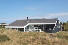 Bindslev Holiday Home 16 Bindslev Set in Tannisby, this holiday home is located 27 km from Skagen. The unit is 26 km from Frederikshavn.  A TV is available. Other facilities at Bindslev Holiday Home 16 include a sauna.