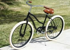 New life for an old beach cruiser! DIY black and cream bike make-over
