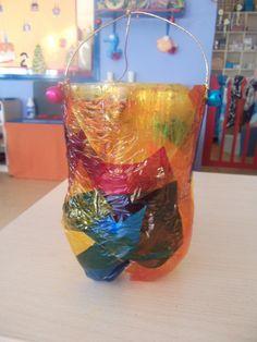 Fanalet fet amb ampolla de 2 litres i decorat amb paper de cel·lofana de colors