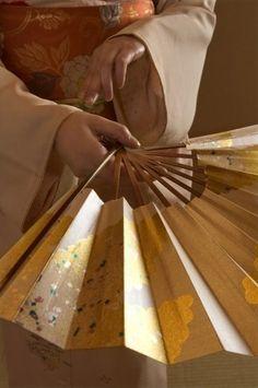 Japanese folding fan -sensu- used in dancing. Kanazawa, Japan Kultur, Oriental, Memoirs Of A Geisha, Turning Japanese, Paper Fans, Japanese Paper, Japanese Geisha, Visit Japan