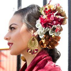 Nos estáis preguntando mucho por esta composición floral! Moda Floral, Drop Earrings, Instagram, Fashion, Fence, Orange Blossom, Flamenco, Moda, Fashion Styles