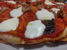 Il pizzoccu è una pizza fatta con il pistoccu del Panificio Demurtas di Villagrande Strisaili.  #Sardegna #pizza #pizzaparty #pizzagate #pizzasauce #foodblog #foodblog #foodstyling #foodforthought #foodgasm #pistoccu #tasty #ricetta #ricette Mozzarella, Pizza Party, Vegetable Pizza, Traditional, Vegetables, Recipes, Food, Rezepte, Pizza Bar Party