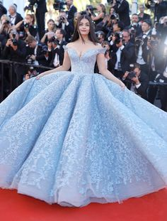 18 Excruciatingly Gorgeous Photos Of Aishwarya Rai Bachchan At 2017 Cannes Film FestivalCannes Film Fest Aishwarya Rai Bachchan Stun On Red Carpet In A Cinderella Inspired Blue Gown!Marie Claire: Aishwarya Rai Bachchan just stepped onto the red carpe Cute Prom Dresses, Wedding Dresses Plus Size, 15 Dresses, Ball Dresses, Elegant Dresses, Pretty Dresses, Wedding Gowns, Cotillion Dresses, Photos Of Dresses