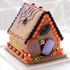 Halloween Haunted Gingerbread House -- fun idea for a haunted house halloween… Halloween Gingerbread House, Bolo Halloween, Gingerbread House Designs, Halloween Chocolate, Halloween Food For Party, Halloween Cookies, Halloween Treats, Gingerbread Houses, Gingerbread Cookies