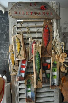 maritim Storage And Organization storage and organization hacks Beach Crafts, Diy And Crafts, Deco Marine, Wood Fish, Driftwood Crafts, Sea Art, Pallet Art, Fish Art, Coastal Decor