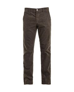 Karl is a classic chino style with a slim fit, tapered leg and zipper fly. It is made in a narrow whale corduroy fabric with stretch. The trousers have been garment dyed to reach a rich color effect. Aodan is 186 cm / 6'1 and is wearing a size 32/32 Slim fit Zipper fly Tapered leg Mid rise Corduroy fabric Here shown withJacob 6194 Knit Sweat