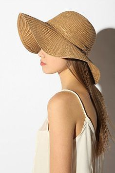 I'd love a big ol' beach hat like this for my cruise but I don't think I can pull it off.