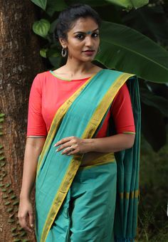 Chethypoo Blouse with Pachapottu Saree - Seamstress //sari. Their models are the best thing. Beautiful, regular looking, average weight, brown-skinned Indian and/or South Asian women.