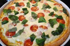 Tomaatti-fetapiirakka on helppo leivonnainen Vegetable Pizza, Feta, Food And Drink, Dinner, Vegetables, Desserts, Joy, Cakes, Drinks