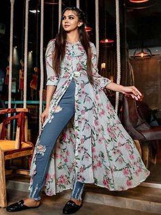 Kurta Designs, Simple Kurti Designs, Kurti Designs Party Wear, Indian Bridal Outfits, Indian Fashion Dresses, Indian Designer Outfits, Stylish Kurtis Design, Stylish Dress Designs, Frock Design