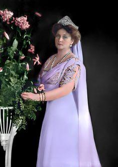 Tsar Nicolas, Tsar Nicholas Ii, Korea Dress, Grand Duchess Olga, House Of Romanov, Alexandra Feodorovna, Princess Alice, Colorized Photos, Imperial Russia