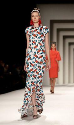 На Седмицата на модата в Ню Йорк дизайнерката Каролина Херера представи новата си колекция за сезон есен/зима 2014-15. Събитието бе едно от най-очакваните и в залата не останаха свободни места. Carolina Herrera есен/зима 2014-2015