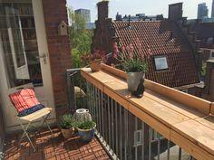De balkonbar als vensterbank voor buiten.
