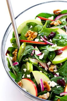 My Favorite Apple Spinach Salad My favorite Apple Spinach Salad is made with tons of baby spinach and crisp apples toasted nuts soft cheese and a zippy vinaigrette Perfect for autumn and so easy to make gimmesomeoven Spinach Salad Recipes, Easy Salads, Healthy Salad Recipes, Yummy Recipes, Vegetarian Recipes, Dinner Recipes, Cooking Recipes, Spinach Apple Salad, Simple Salad Recipes
