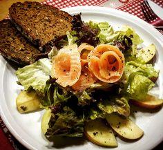 Bataviasalat mit Äpfeln und Lachs  #Food #foodblog #foodporn #salat #batavia #lachs #apfel