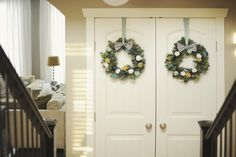 The most adorable pom pom wreaths