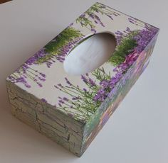 decoupage - Szukaj w Google Tissue Box Covers, Tissue Boxes, Crafts To Make, Arts And Crafts, Mixed Media Boxes, Kleenex Box, Decoupage Box, Box Design, Wooden Boxes